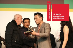 Minsuk Cho (commissioner of Korean pavilion) with the Golden Lion for Best National Participation together with Peter Noever at the Architecture Biennale 2014 Award Ceremony, 8 June 2014 – © Martin Behr – archive peter noever